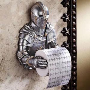 держатель-рыцарь для туалетной бумаги